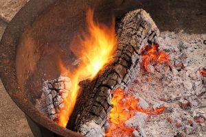 sandwich-bag-fireplace-starter